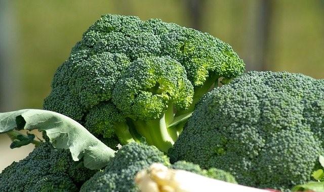 Cevizli Biberli Brokoli Salatası