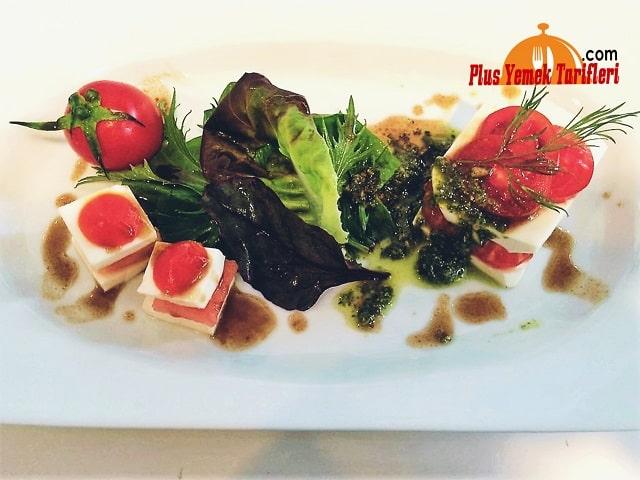 İtalyan Monzerella Kapris Salatası Nasıl Yapılır?